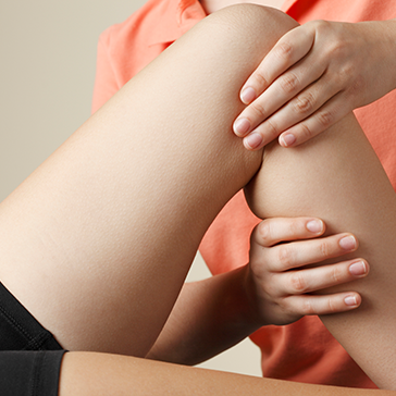Individual receiving knee assessment